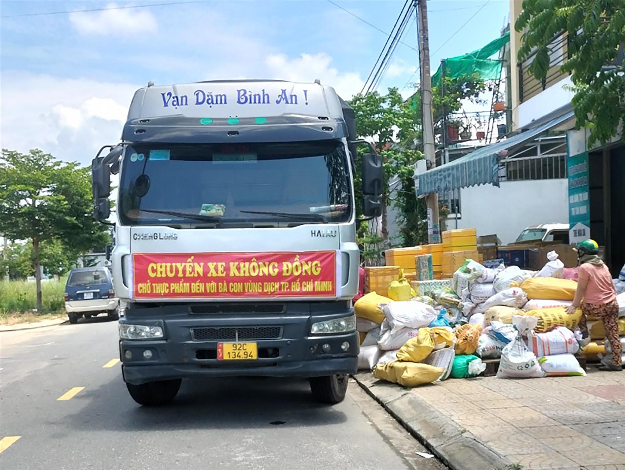 Quảng Nam đã có những chuyến xe 0 đồng vận chuyển hàng hóa nông sản hỗ trợ cho bà con tại TP. Hồ Chí Minh. Ảnh: L.Q