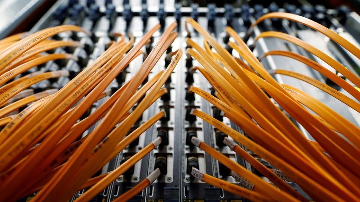 Nhóm nghiên cứu Nhật Bản đã ghi nhận tốc độ truyền dữ liệu nhanh nhất từ trước đến nay mà không có bất kỳ sự sụt giảm hiệu suất nào trong khoảng cách 3000 km. Ảnh: Reuters