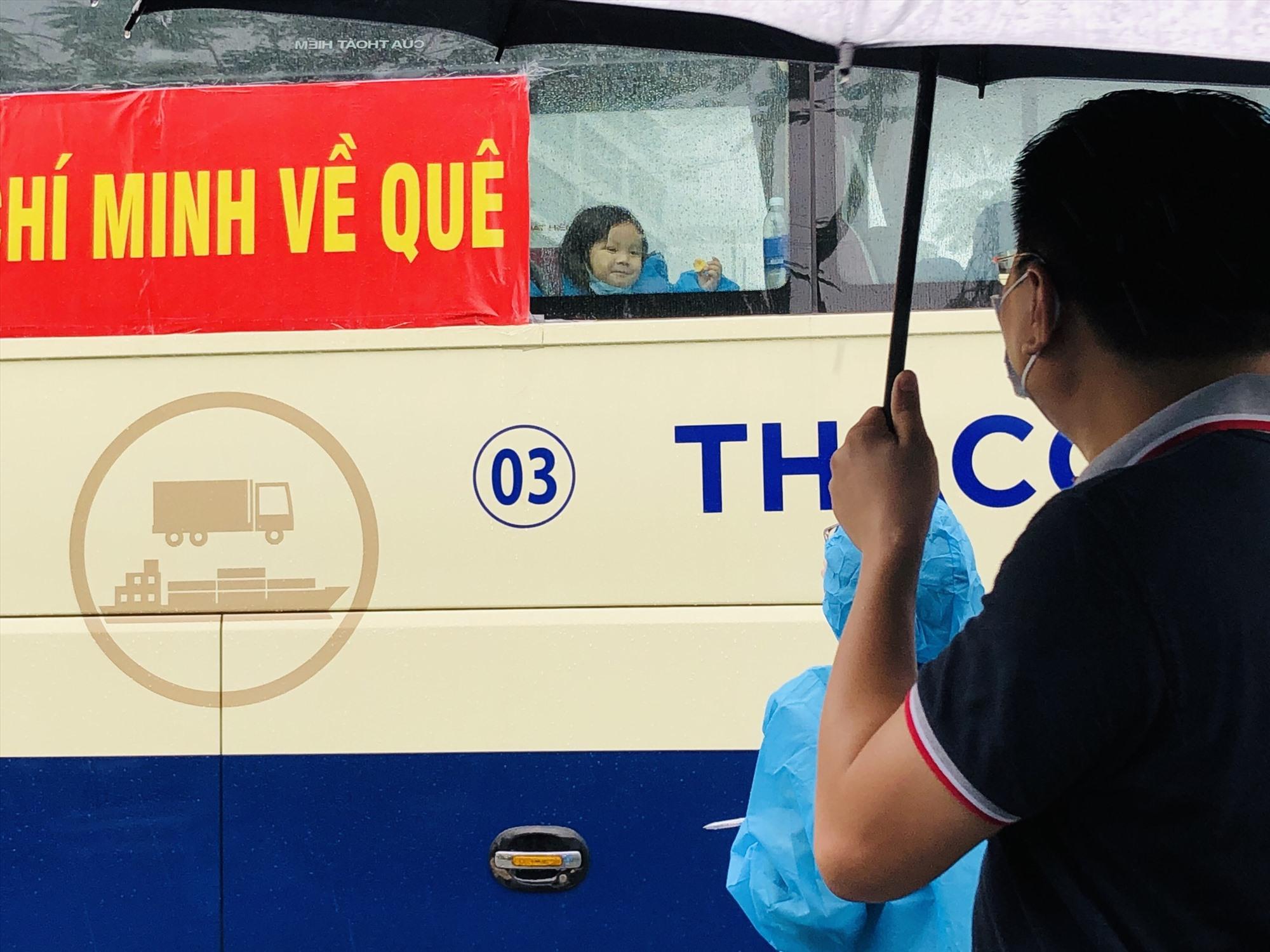 Bà con đồng hương từ TP.Hồ Chí Minh trở về. Ảnh: Hội đồng hương cung cấp