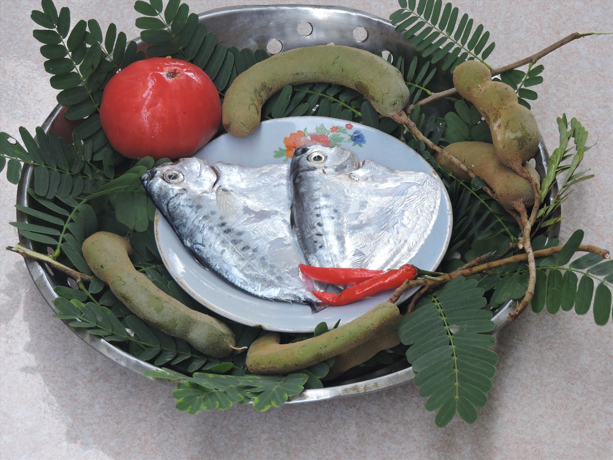 Nguyên liệu nấu món canh me cá bánh lái.