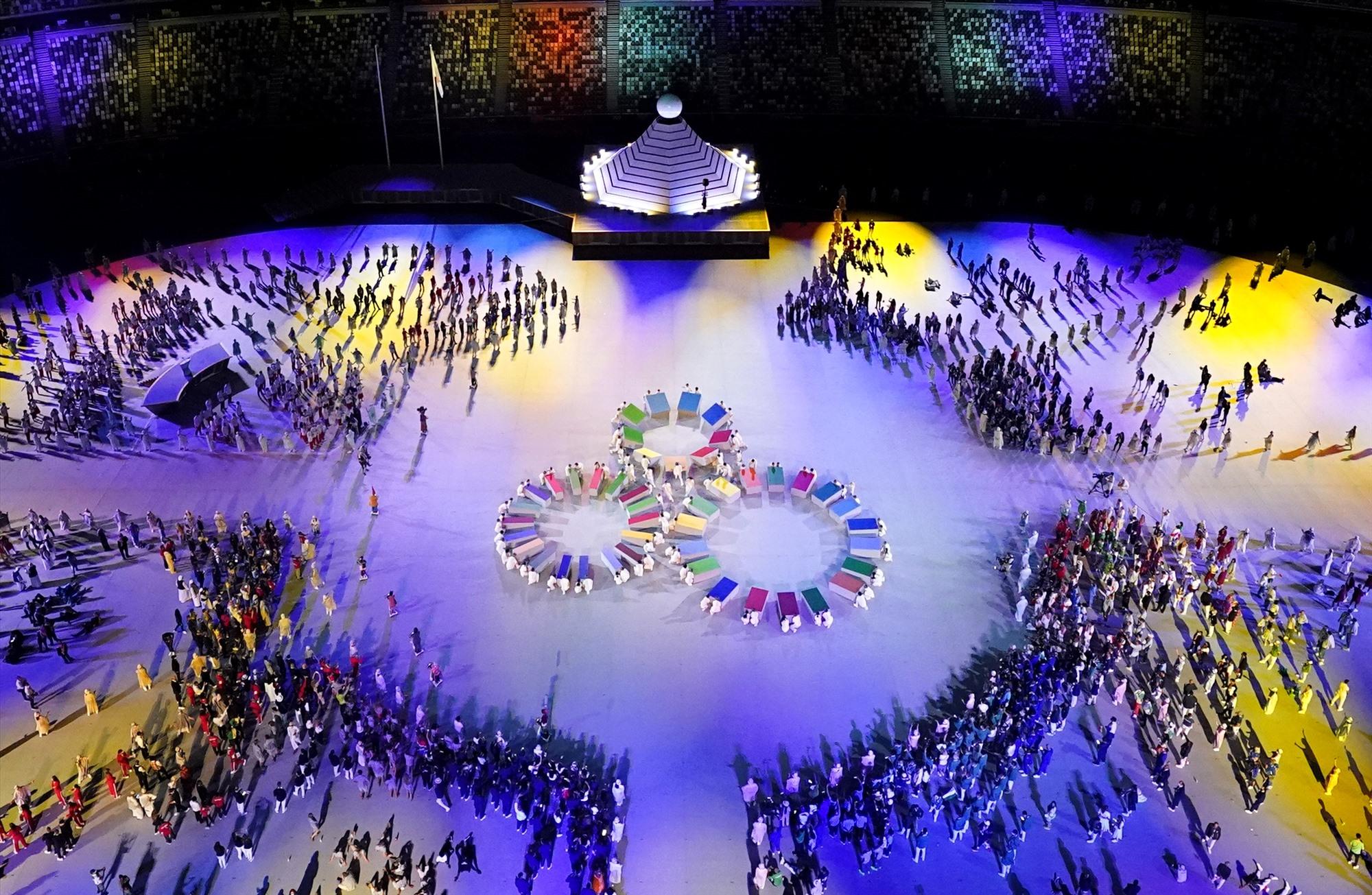 Các đoàn thể thao đến từ khoảng 200 quốc gia lần lượt tham gia diễu hành. Ảnh: Reuters