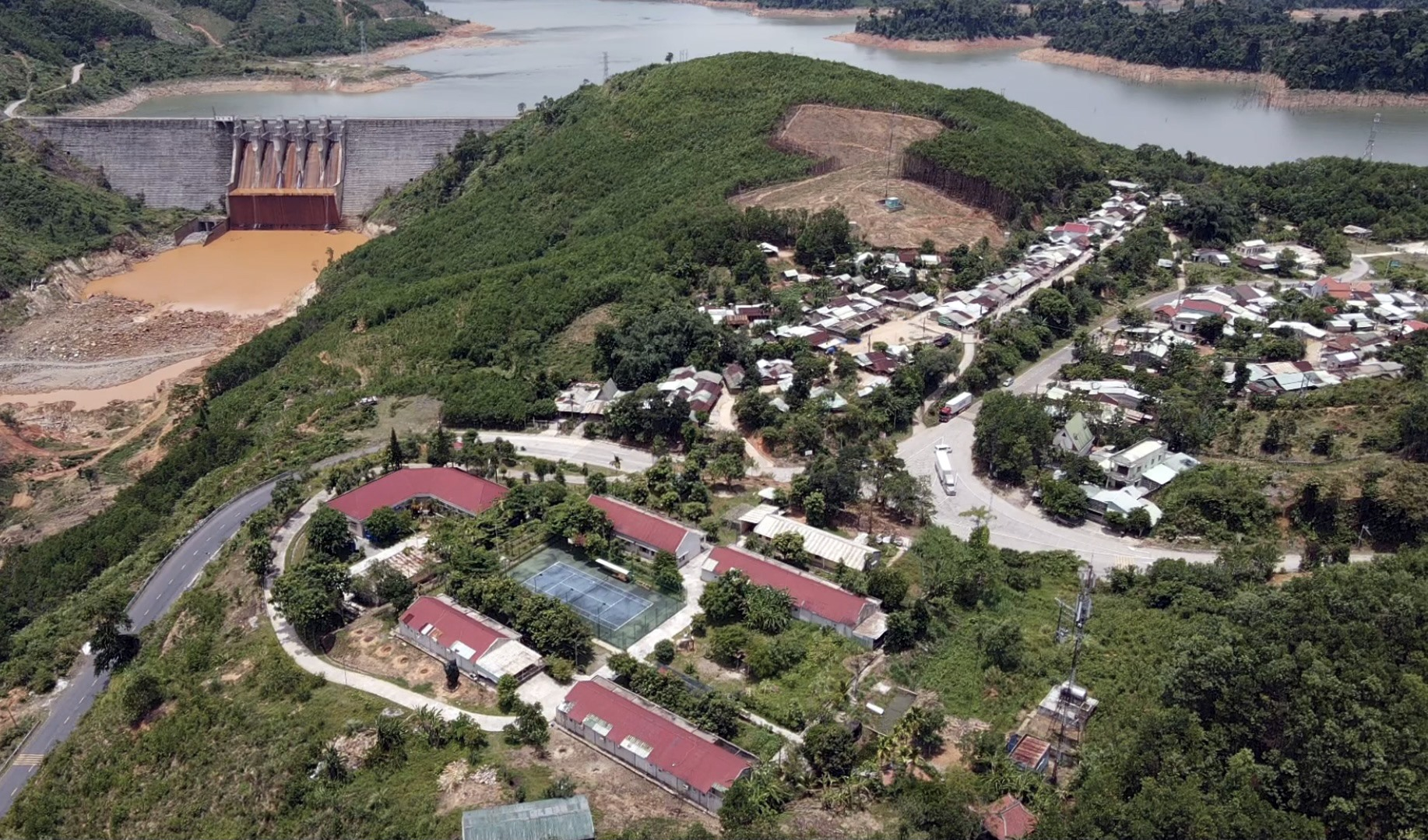 Thôn Lao Mưng xã Phước Xuân nhìn từ trên cao.