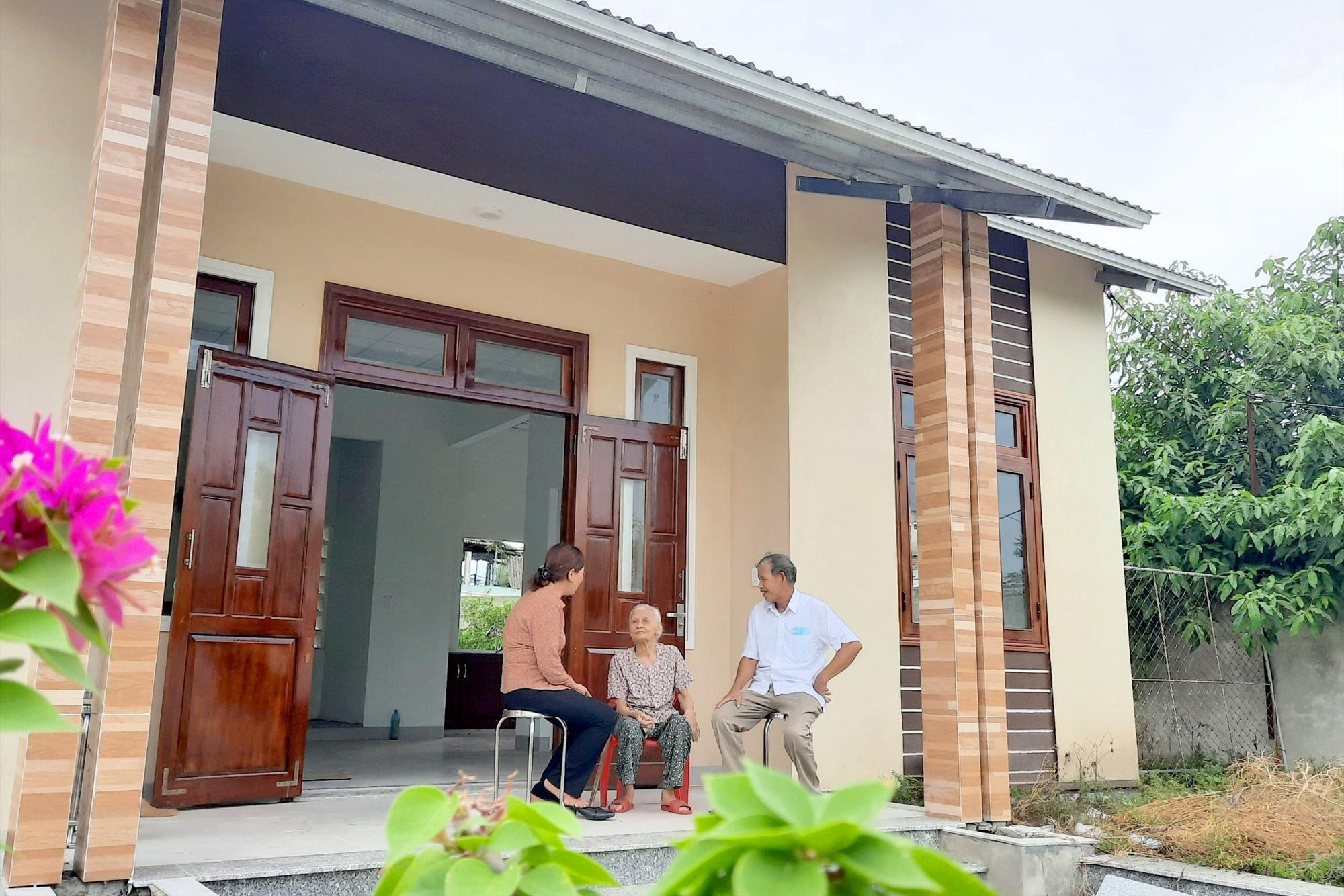 Căn nhà khang trang, kiên cố của bà Nguyễn Thị Long được xây mới từ nguồn hỗ trợ của nhà nước cùng con cháu trong gia đình. Ảnh: H.Q