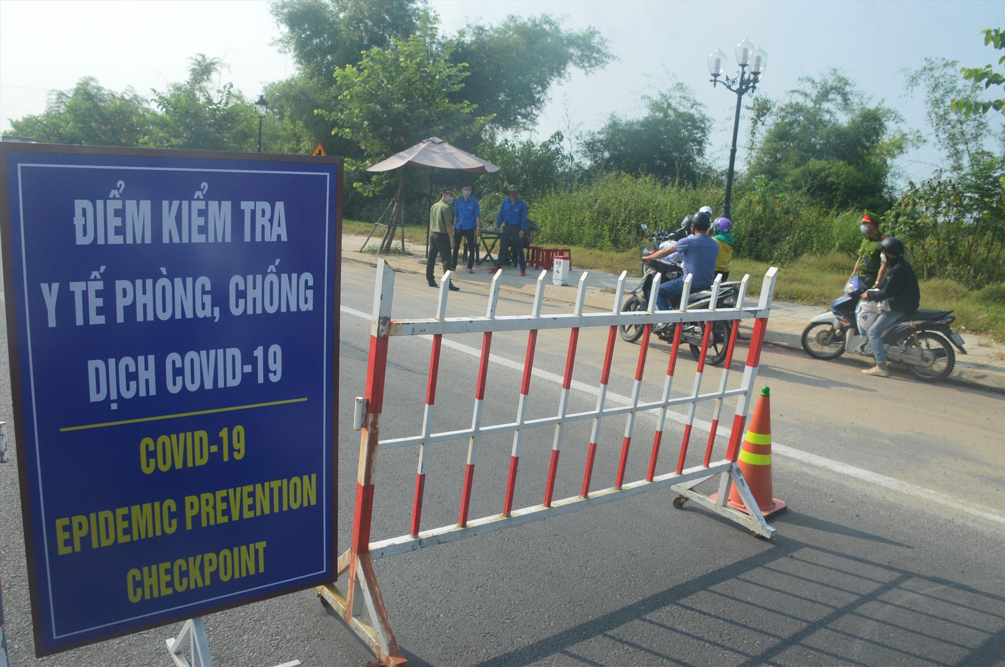 Một chốt kiểm soát do UBND TP.Hội An thành lập tại ngã ba Lai Nghi. Ảnh: Q.T