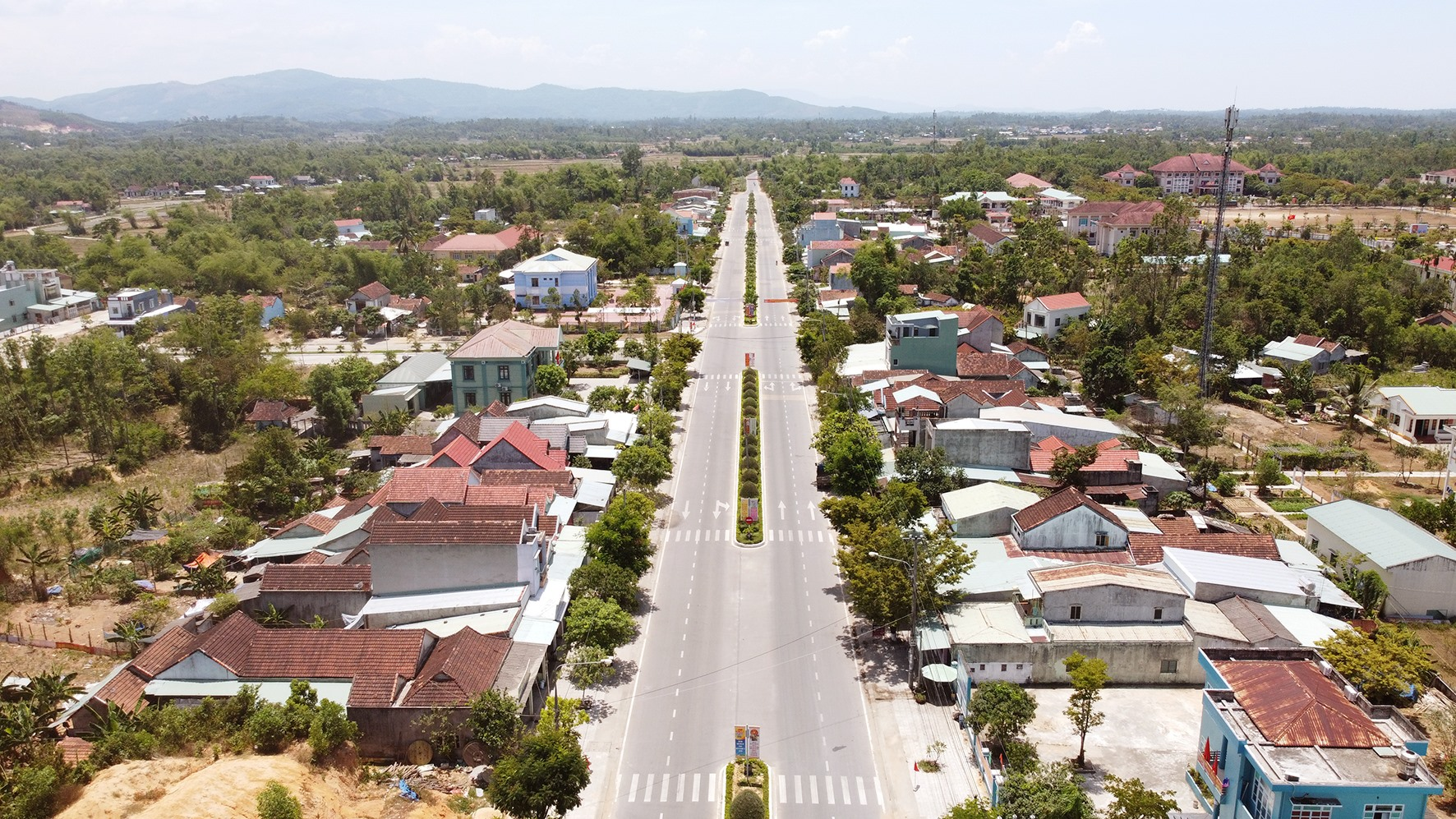 Phú Ninh cần nỗ lực nhiều hơn để phát triển, nâng tầm huyện nông thôn mới. Trong ảnh: Thị trấn Phú Thịnh nhìn từ trên cao.Ảnh: PHƯƠNG THẢO