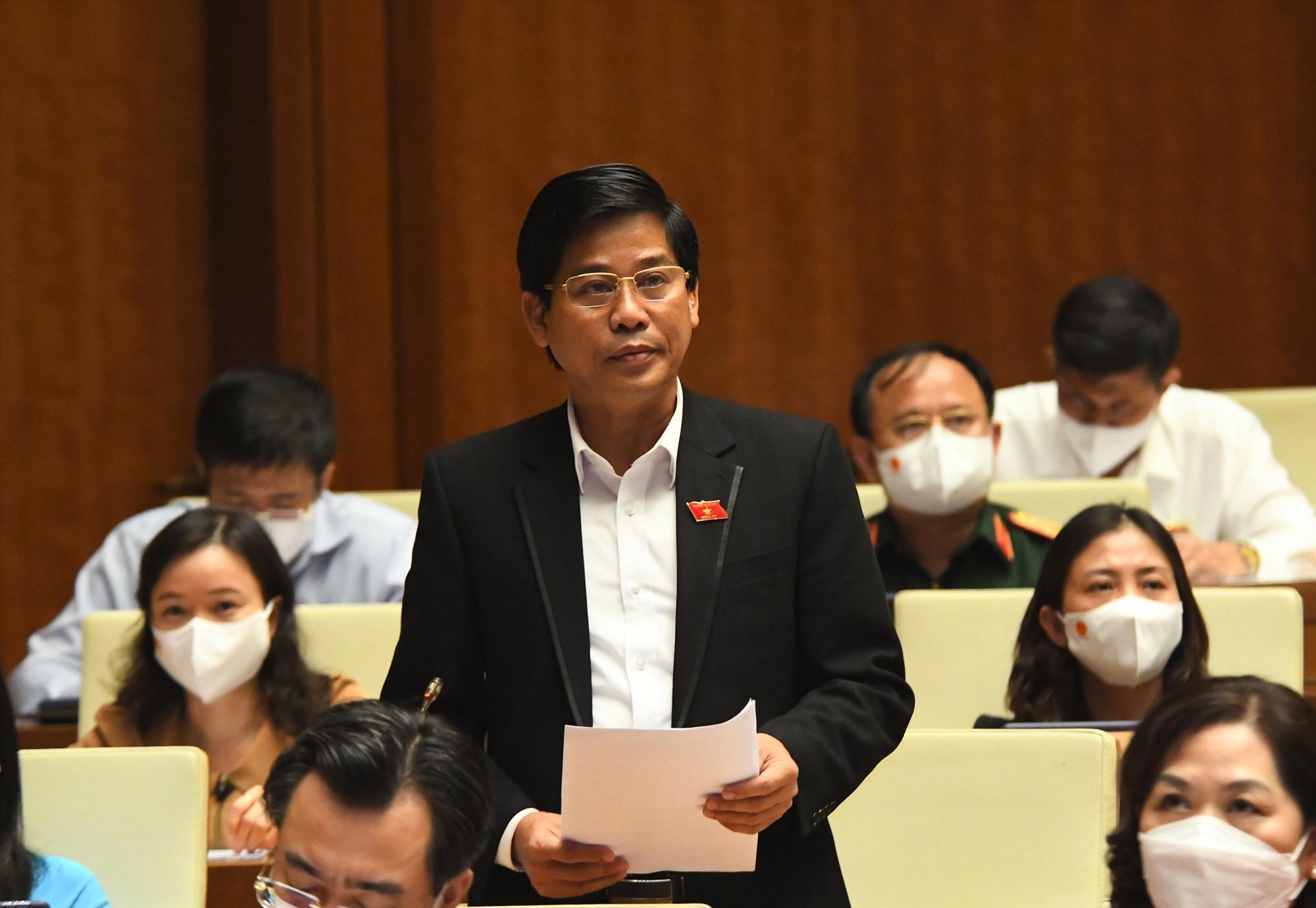 Dương Văn Phước - Tỉnh ủy viên, Phó Trưởng Đoàn ĐBQH Quảng Nam tham gia thảo luận tại Hội trường.