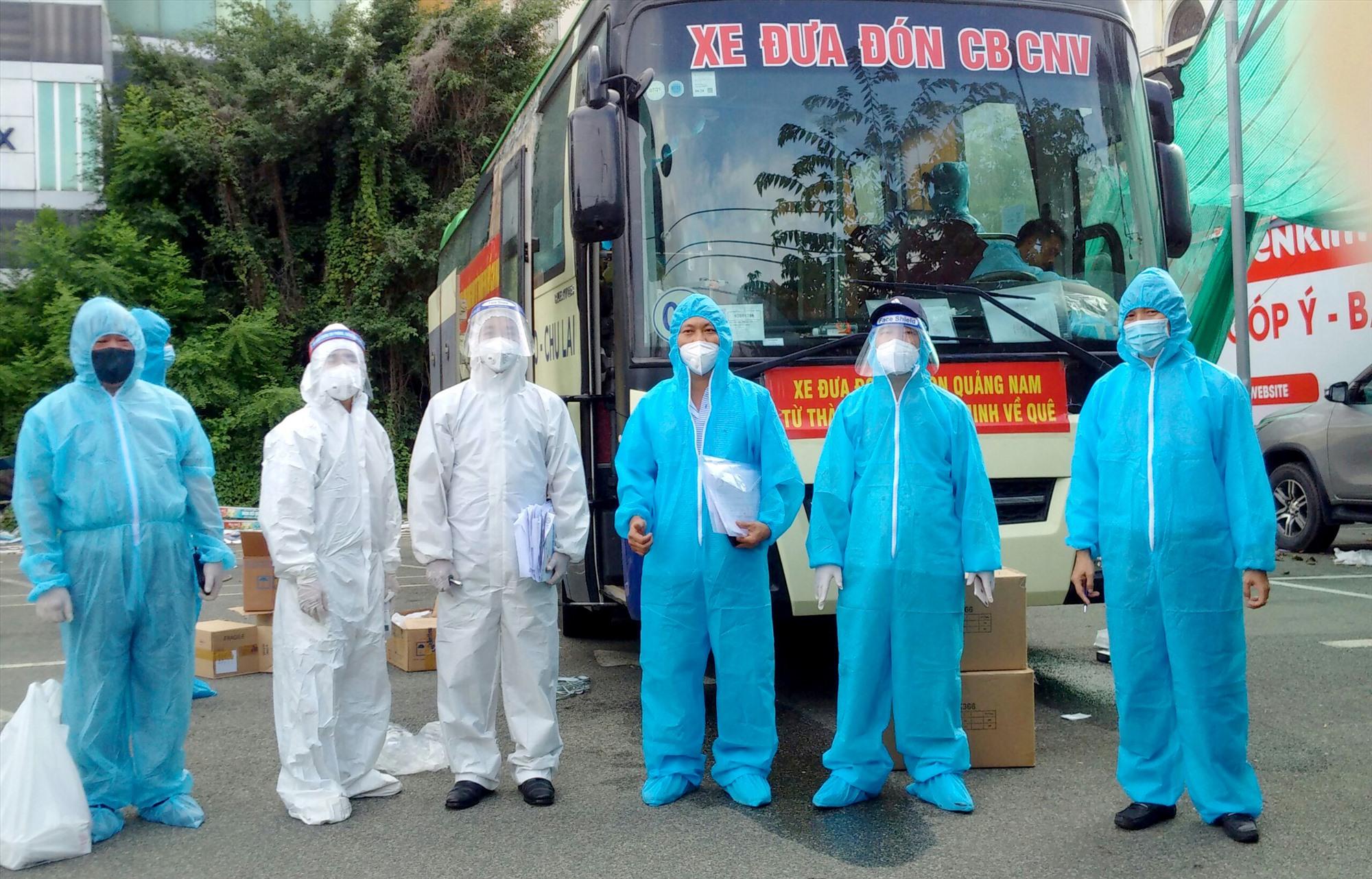 Đoàn công tác huyện Núi Thành hoàn thành nhiệm vụ đón 44 công dân về quê cách ly an toàn.