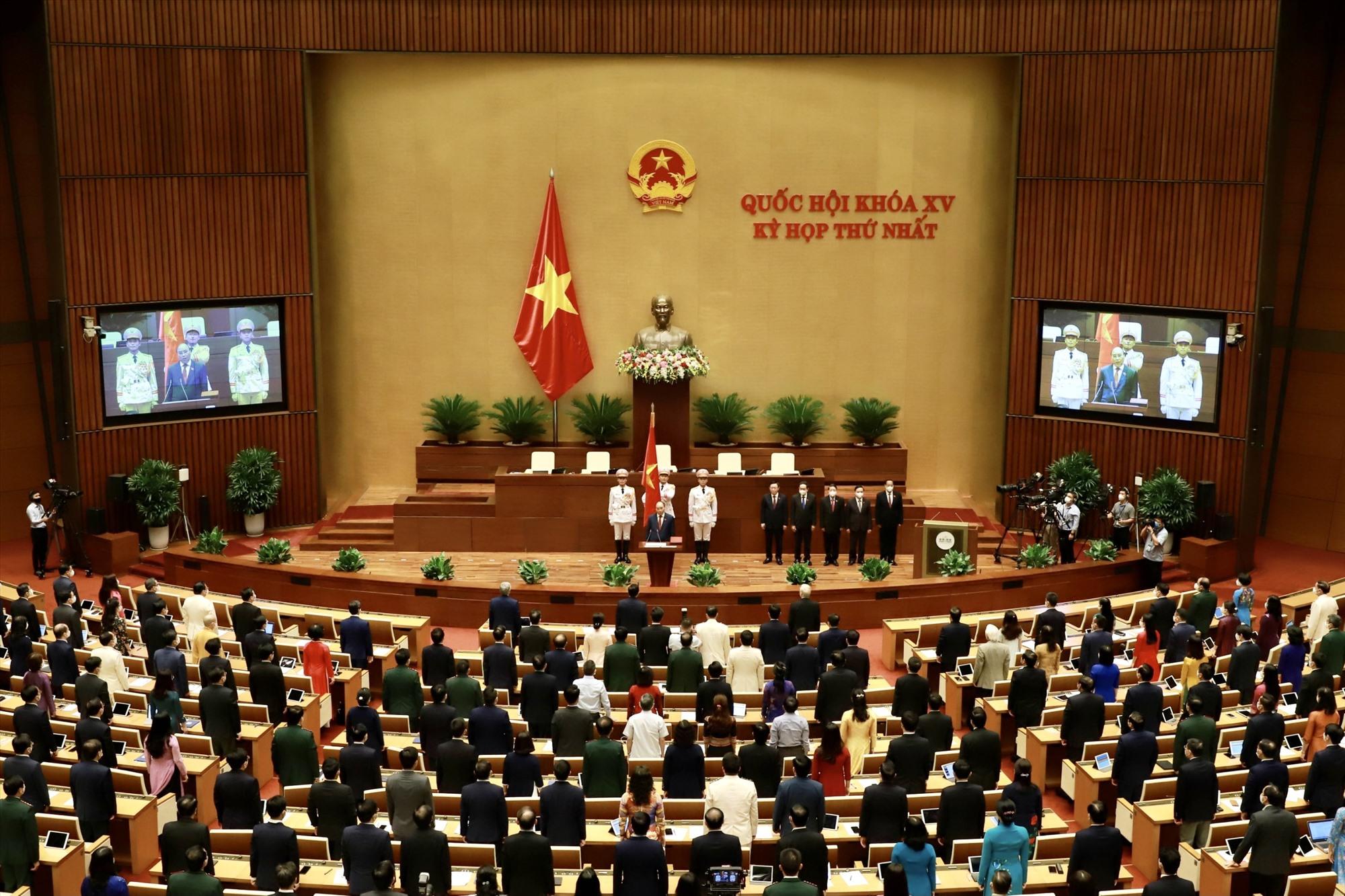 Chủ tịch nước Nguyễn Xuân Phúc tuyên thệ trước Quốc hội và cử tri. Ảnh: VGP/Nhật Bắc