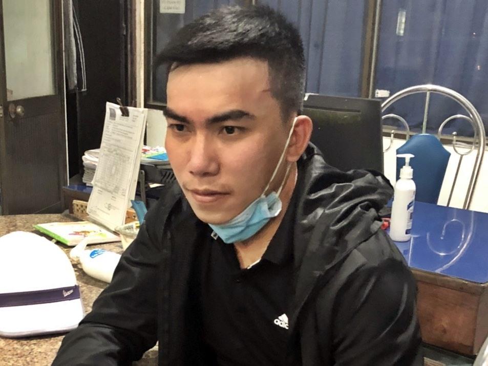 Đối tượng Nguyễn Hữu Tình bị Công an xã Tam Nghĩa bắt giữ. Ảnh: CAX.TN