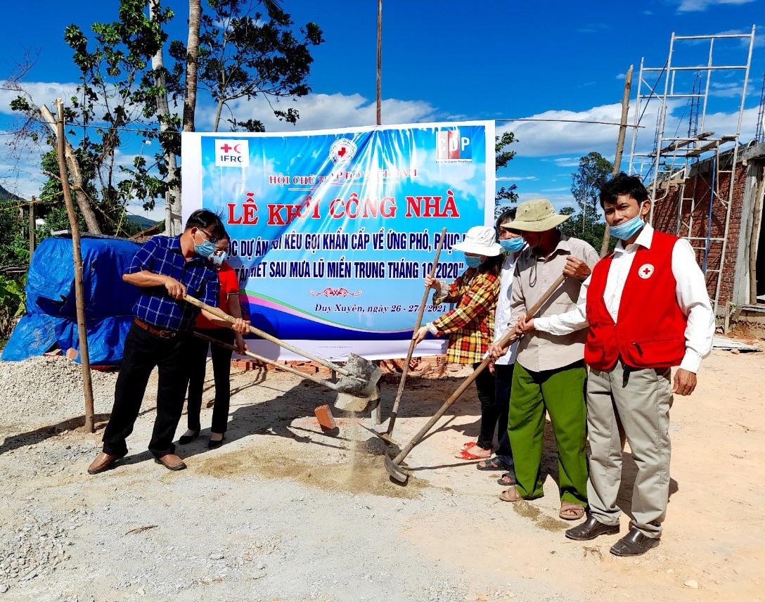 Hội Chữ thập đỏ Duy Xuyên khởi công xây nhà nhân đạo tặng hộ nghèo. Ảnh: H.T