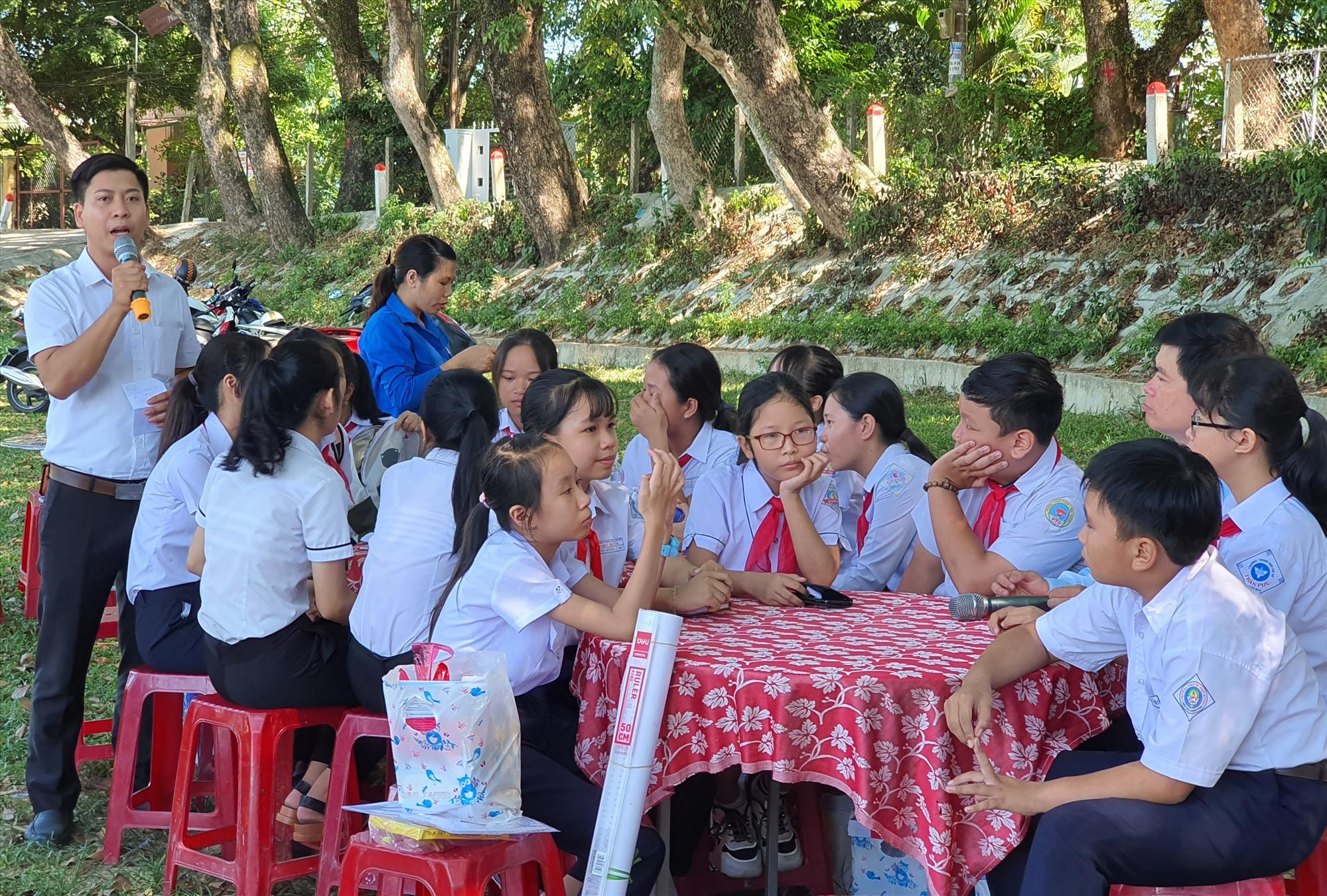 Các hoạt động ngoại khóa về trang bị kỹ năng cho trẻ em được nhà trường kết hợp với Tỉnh đoàn tổ chức. (Ảnh chụp năm 2020). Ảnh: T.Đ