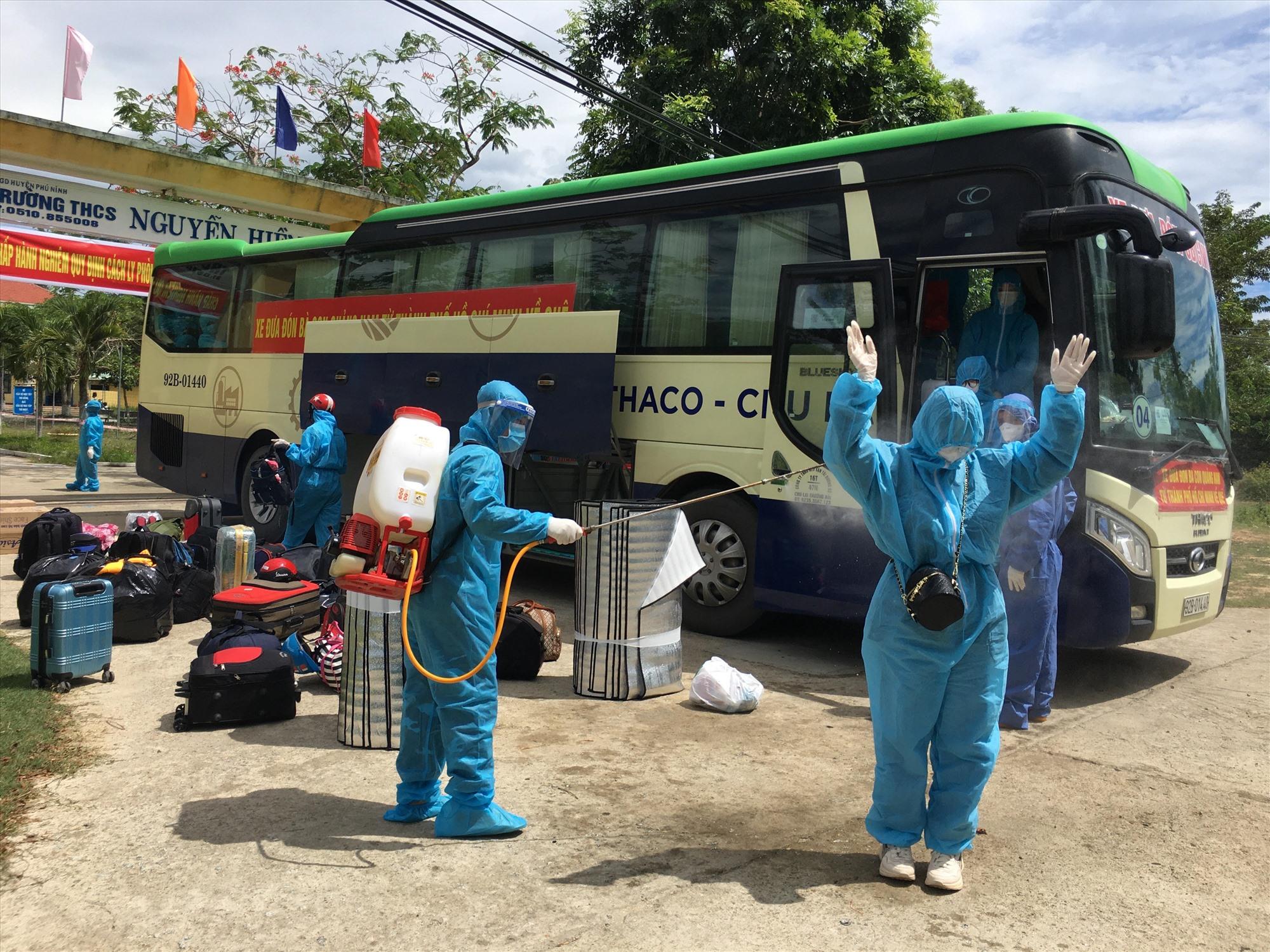 Phú Ninh đón công dân từ TP.Hồ Chí Minh về quê. Ảnh: HẢI CHÂU