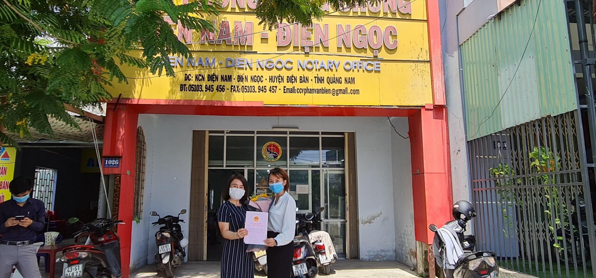 VGROUP hỗ trợ khách hàng công chứng ra sổ đỏ Khu phố chợ Điện Nam Trung.