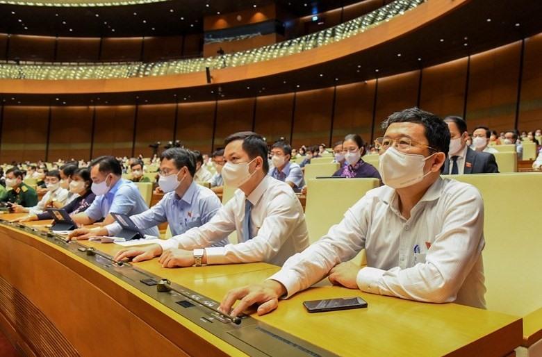 Các đại biểu biểu quyết thông qua các Nghị quyết tại Kỳ họp thứ nhất, Quốc hội khóa XV. Ảnh: VGP