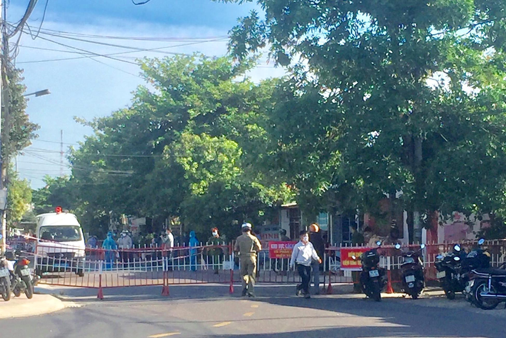 Phong tỏa một đoạn đường Nguyễn Thái Học.
