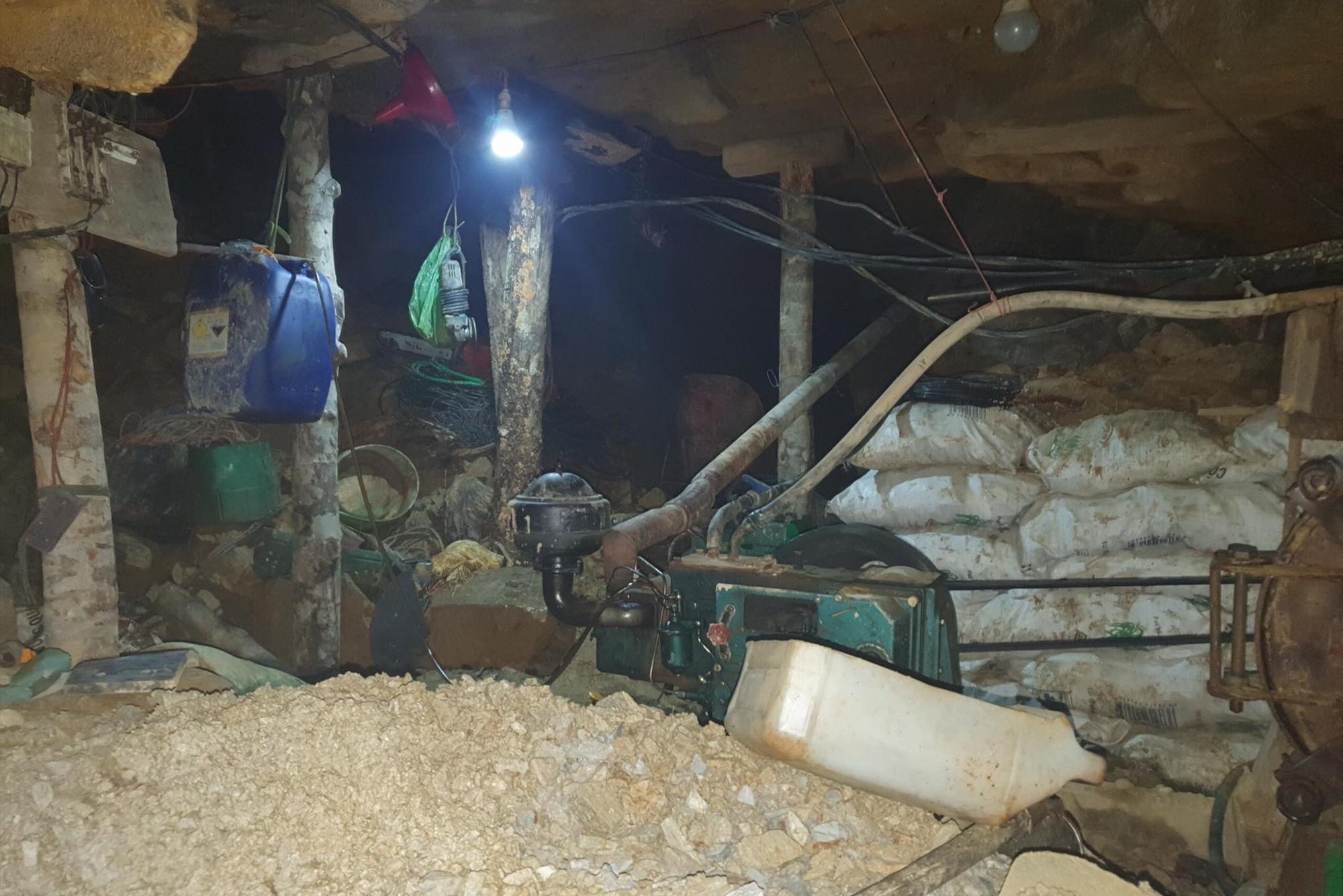 hầm lò khai thác vàng