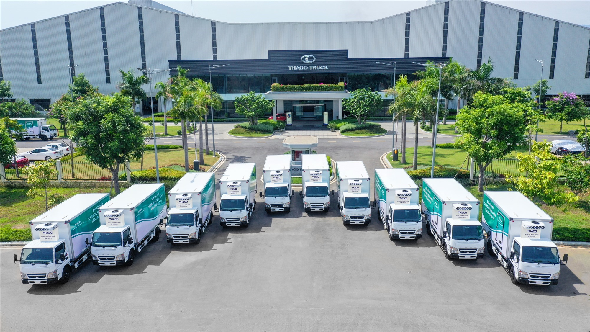 Thaco bàn giao 63 xe chuên dụng phục vụ chiến dịch tiêm chủng lưu động phòng Covid-19 cho các Quân khu.