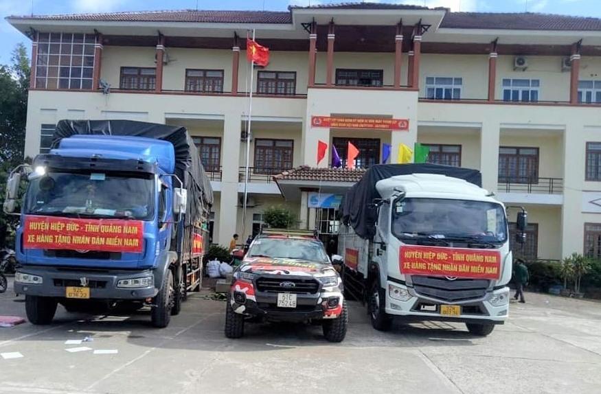 Các chuyển xe chở lương thực, thực phẩm nhân dân Hiệp Đức ủng hộ vào TP.Hồ Chí Minh. Ảnh: CTV