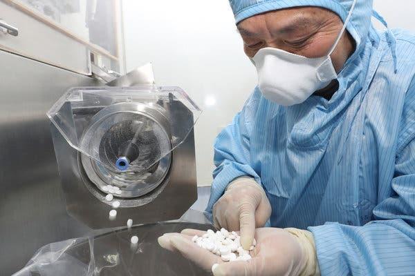 Nhiều hãng dược trên thế giới hướng tới sản xuất thuốc viên điều trị Covid-19. Ảnh: Reuters