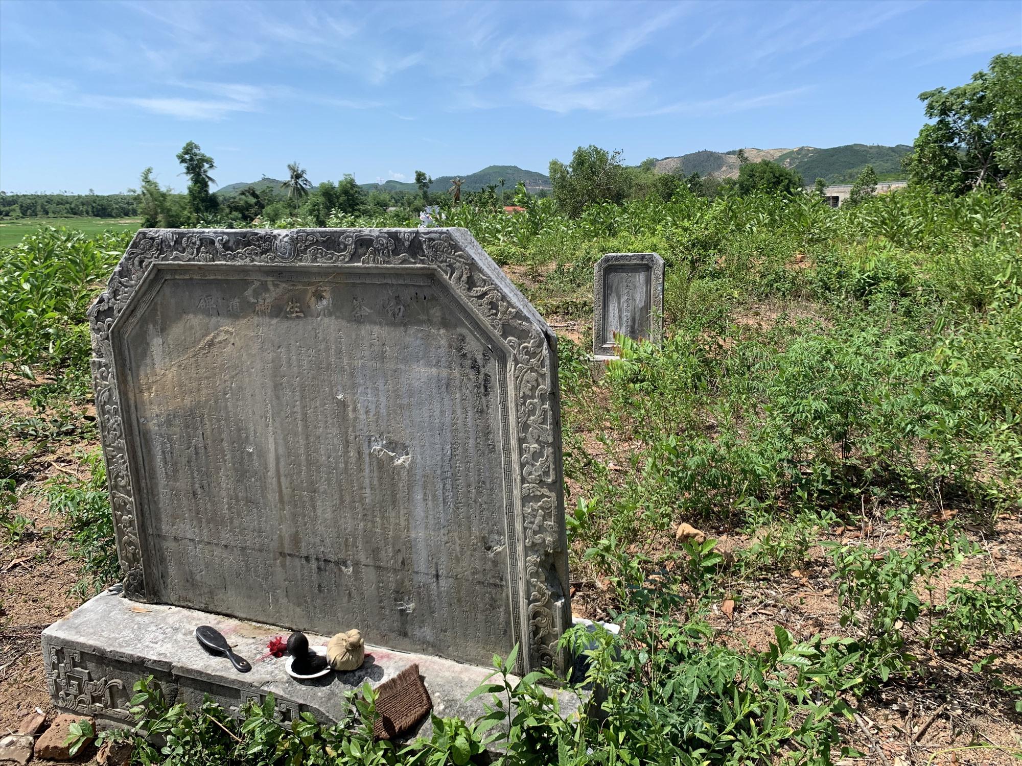 Quang cảnh ngôi mộ Ông Thầy.