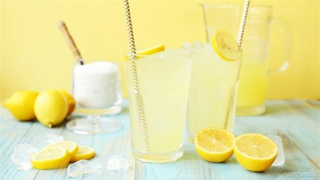 Nước chanh muối là loại thức uống giải khát bổ sung chất điện giải cho cơ thể (Nguồn: Internet)