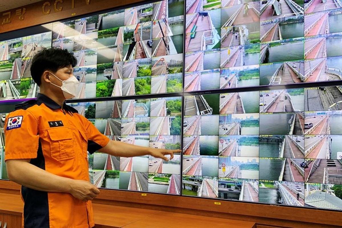 Trí tuệ nhân tạo (AI) sẽ được áp dụng để phát hiện và ngăn chặn các nỗ lực tự sát nơi công cộng tại Hàn Quốc vào tháng 10 tới. Ảnh: Reuters