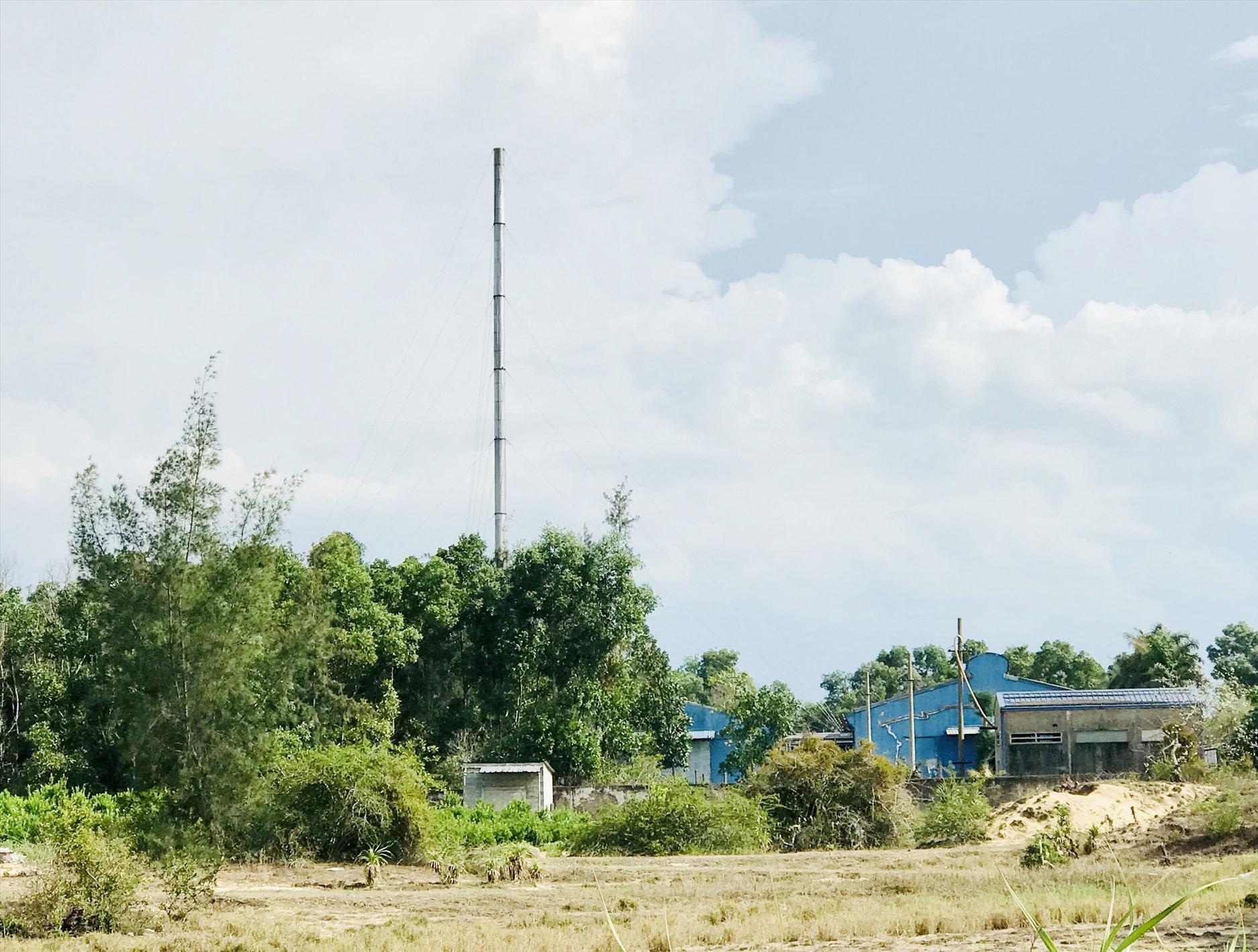 Người dân sinh sống xung quanh nhà máy của Công ty Sông Ngân thường xuyên phải hứng chịu mùi hôi nồng nặc. Ảnh: H.S