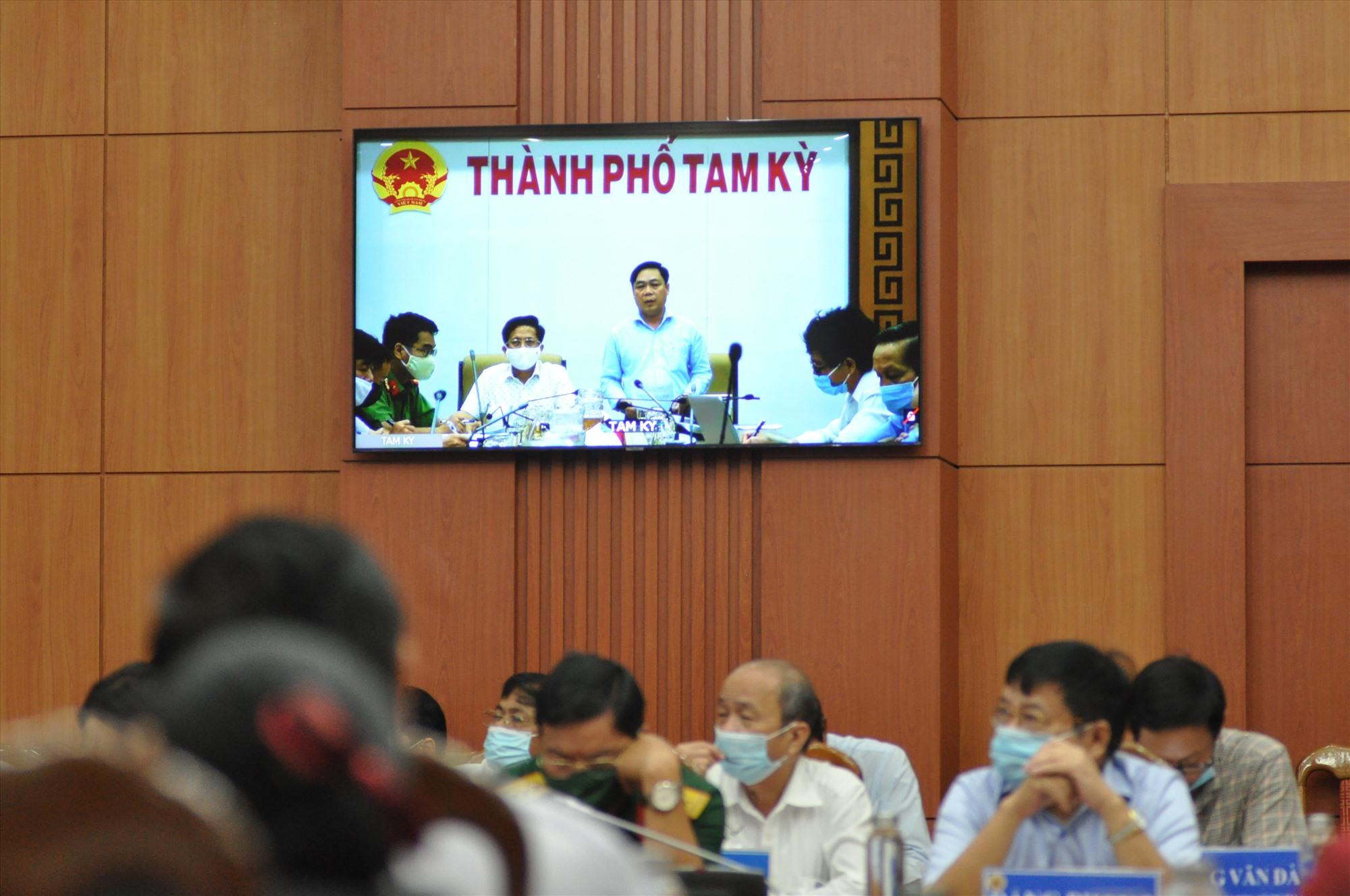 Lãnh đạo Tam Kỳ phát biểu tại hội nghị. Ảnh: X.P