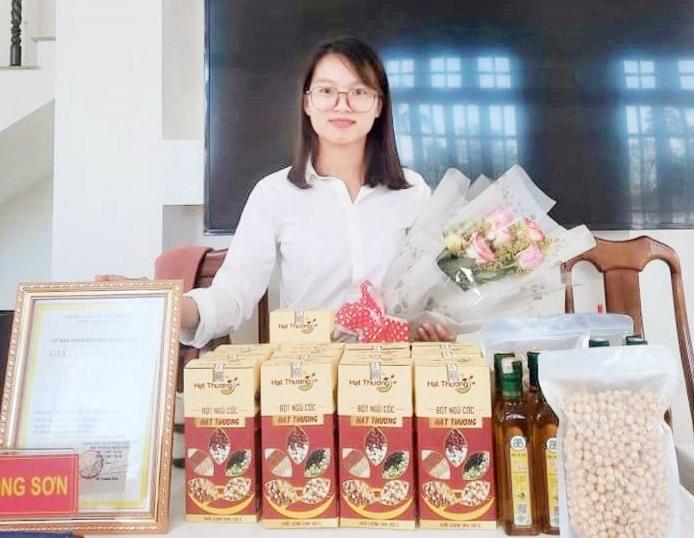 Sản phẩm bột ngũ cốc Hạt Thương của cơ sở kinh doanh Đoàn Thị Thương (xã Phước Ninh) được công nhận đạt chuẩn OCOP 3 sao năm 2020. Ảnh: Đ.L