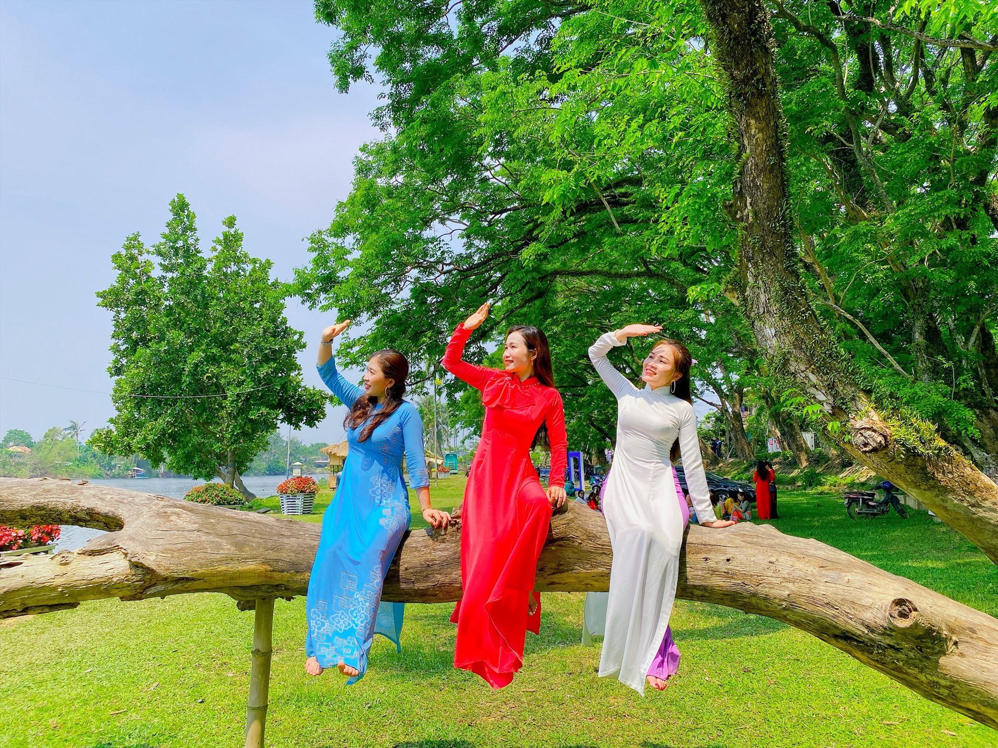 Một góc không gian làng Hương Trà (khu vực Vườn Cừa, phường Hòa Hương) hiện đang thu hút sự chú ý của giới trẻ. Ảnh: Tường Vi