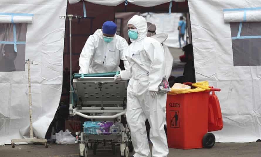 Lều cấp cứu tạm thời cho bệnh nhân Covid-19. Ảnh: AFP