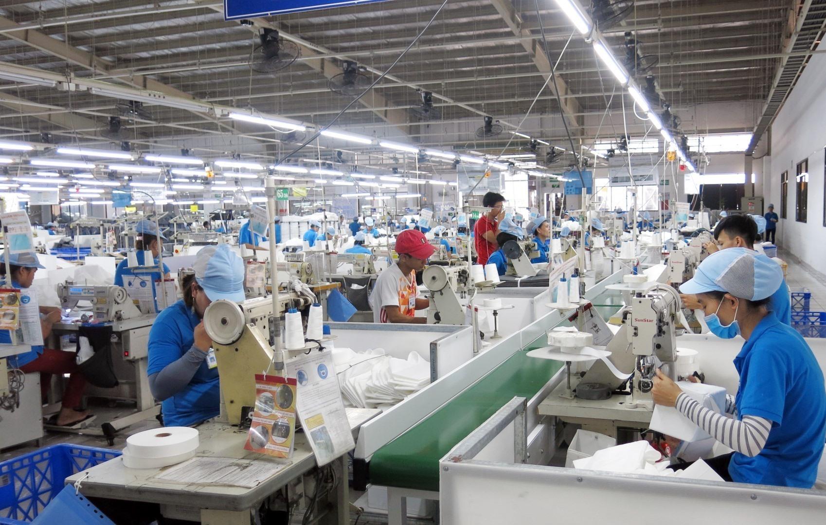 Các doanh nghiệp sản xuất kinh doanh phải chủ động các phương án phòng chống dịch. Ảnh: T.D