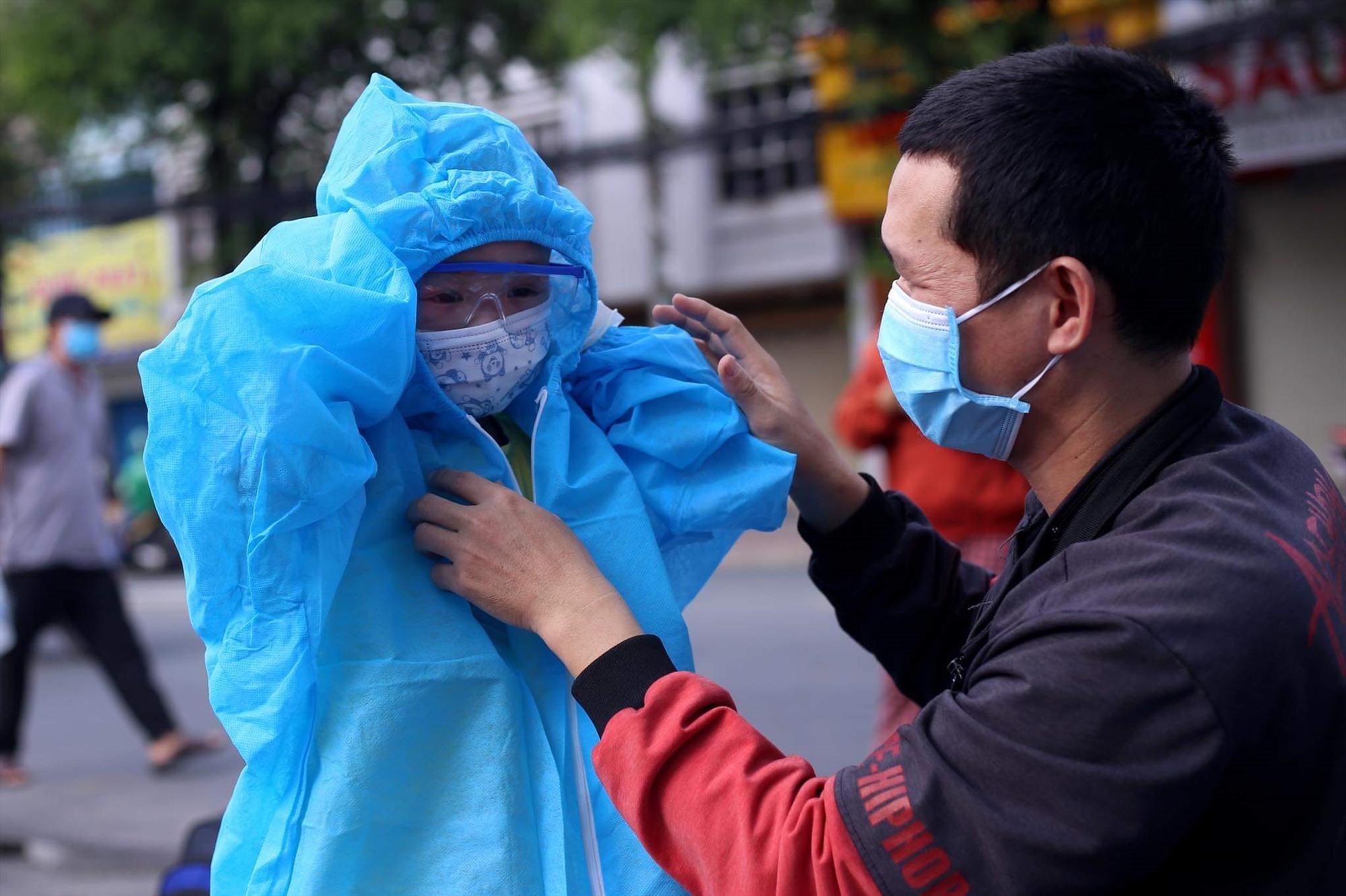 Người về từ TP.Hồ Chí Minh được đưa vào cách ly tập trung ngay khi về đến địa phương. Ảnh: H.Q