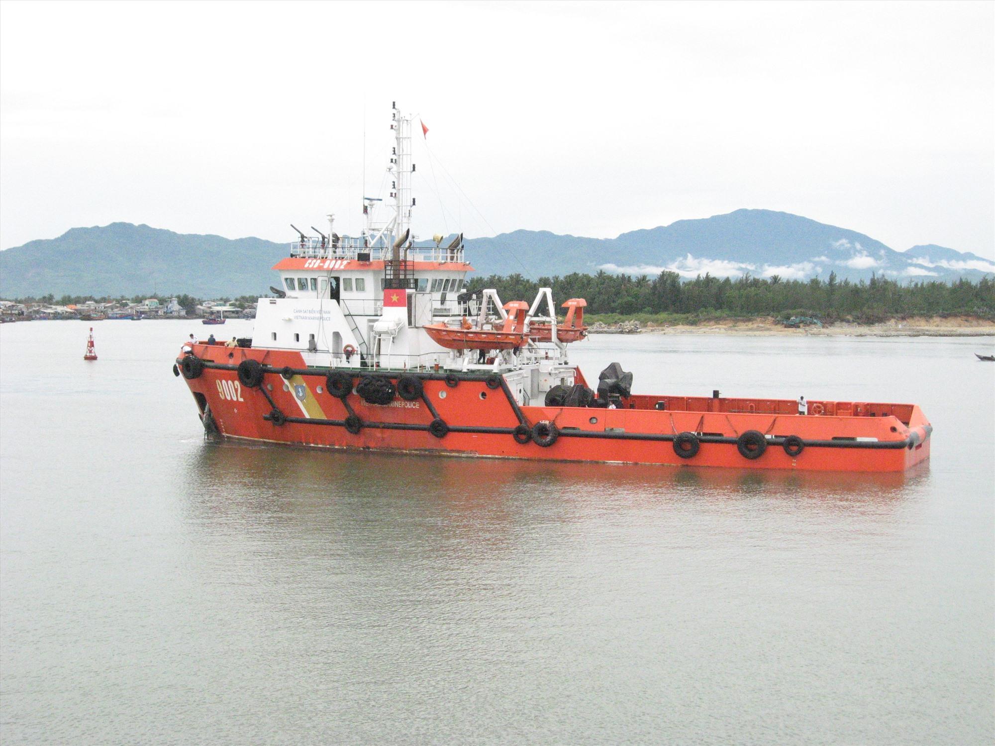 Cán bộ chiến sĩ tàu CSB 9002 là lá cờ đầu phong trào thi đua quyết thắng toàn đơn vị năm 2020. Ảnh: T.C