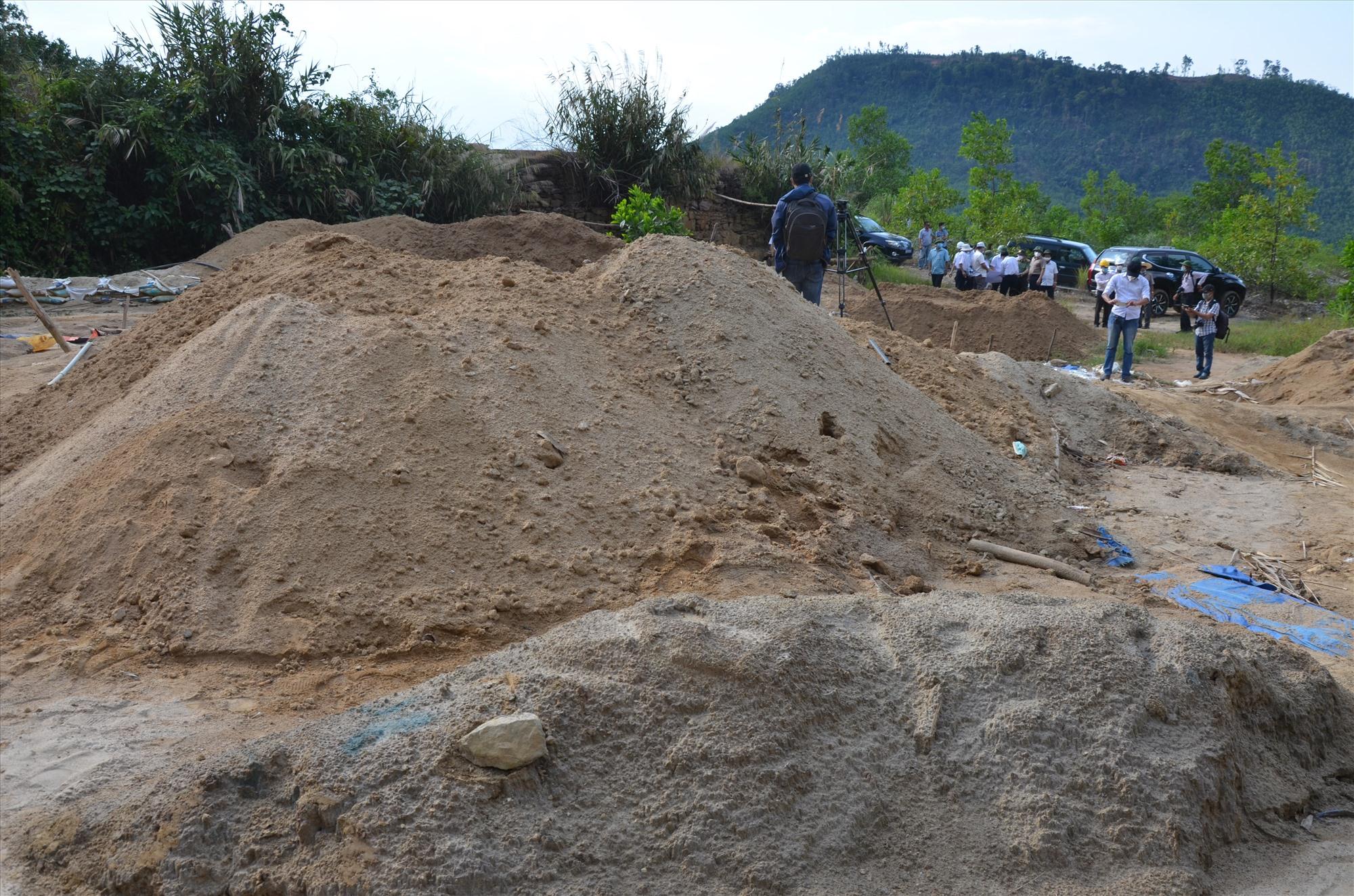 Hiện trường khai thác vàng trái phép ngốn ngang ở Tam Lãnh. Ảnh: H.P