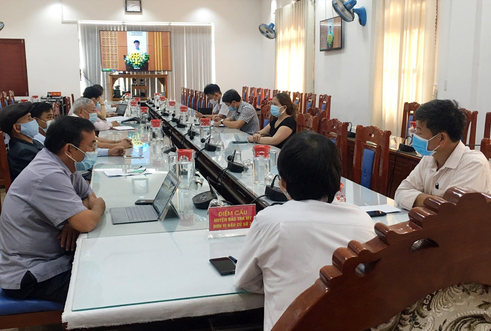 Huyện Bắc Trà My đã kết nối hội nghị trực tuyến với 4 cấp trung ương - tỉnh - huyện - xã. Ảnh: N.Đ