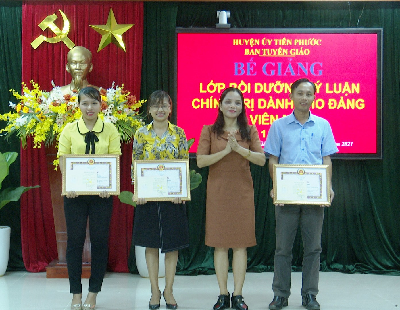 Bồi dưỡng, phát triển đảng viên mới là một trong những nhiệm vụ được Đảng bộ huyện Tiên Phước ưu tiên thực hiện. Ảnh: N.H