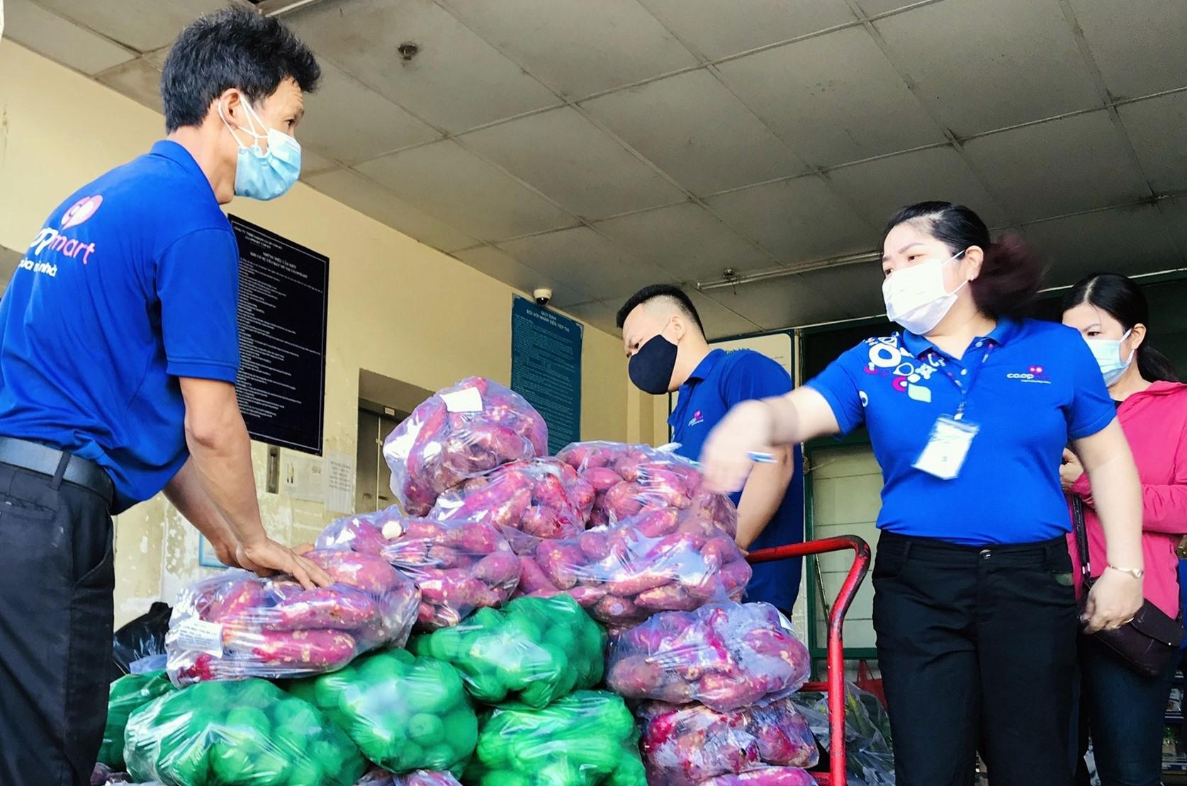 Quảng Nam hỗ trợ nông sản cho nhân dân quận Sơn Trà (TP.Đà Nẵng). Ảnh: V.A