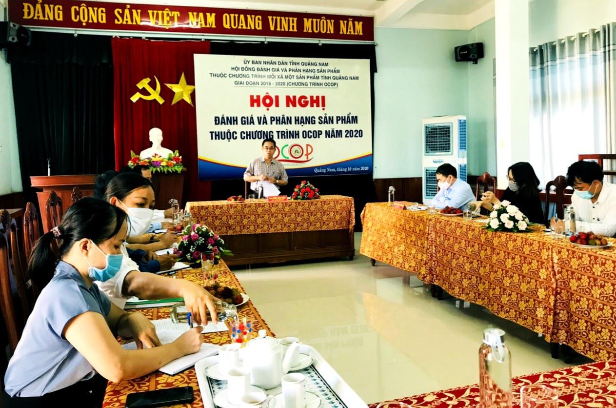Phó Chủ tịch UBND tỉnh Trần Anh Tuấn phát biểu tại cuộc làm việc với Chi cục Phát triển nông thôn vào sáng nay 17.8.    Ảnh: L.Đ