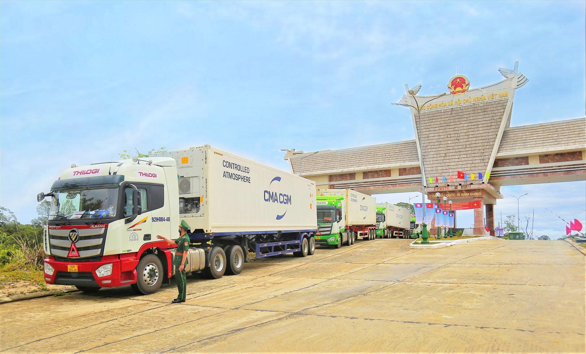 Phương tiện vận chuyển của THILOGI tại CK quốc tế Nam Giang trong ngày khai trương.
