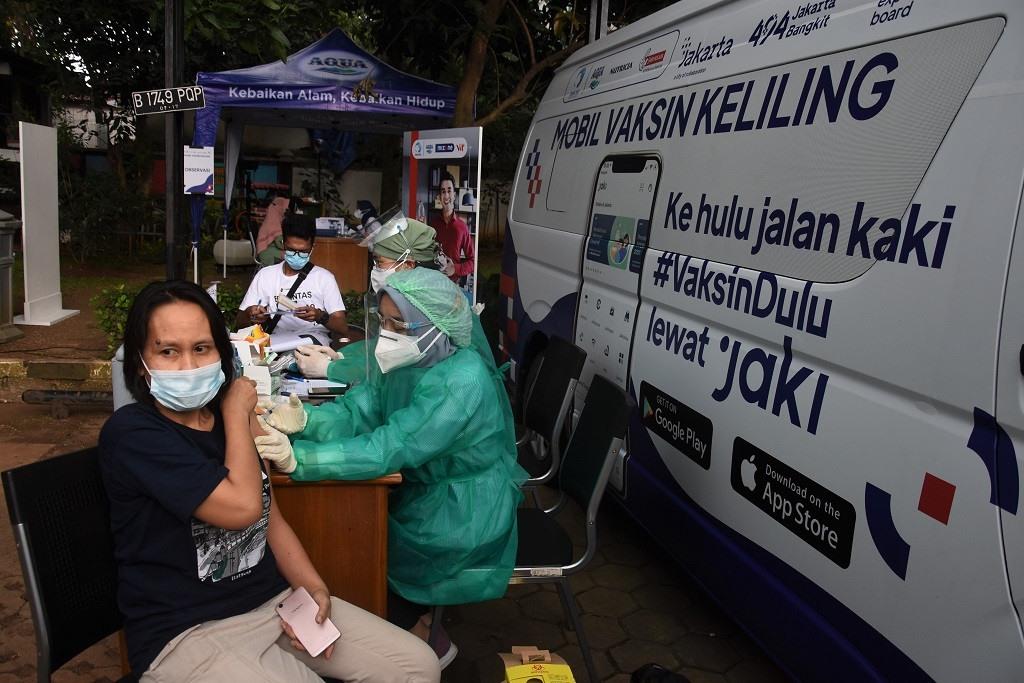 Tiêm chủng vắc xin Covid-19 lưu động tại Jakarta, Indonesia. Ảnh: Jakartapost