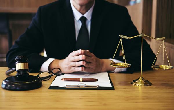 Khách hàng nên lựa chọn công ty Luật thay vì công ty di tú thông thường.