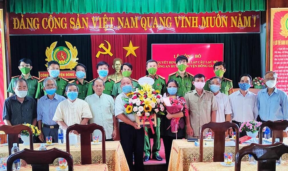 Các thành viên CLB Công an hưu trí huyện Đông Giang ra mắt. Ảnh: CACC