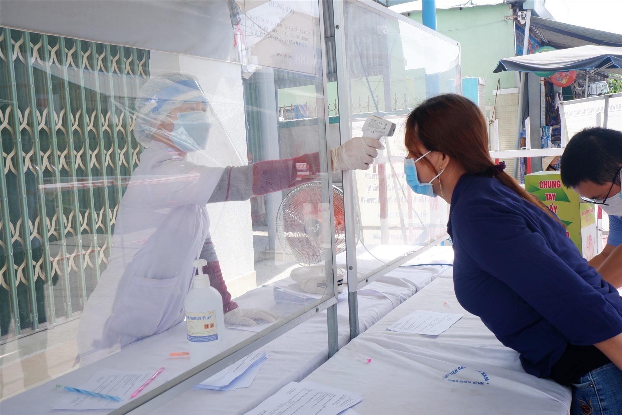 Siết chặt các hoạt động kiểm soát tại các cơ sở y tế được đặt ra. Ảnh; X.H