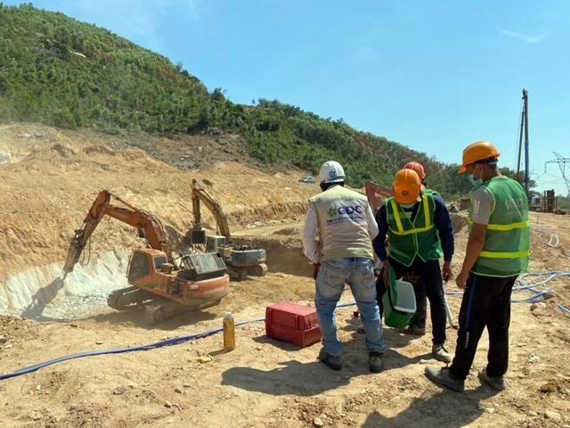 Gấp rút thi công xây dựng nhà máy xử lý rác thải thị trấn Ái Nghĩa (Đại Lộc). Ảnh: H.P