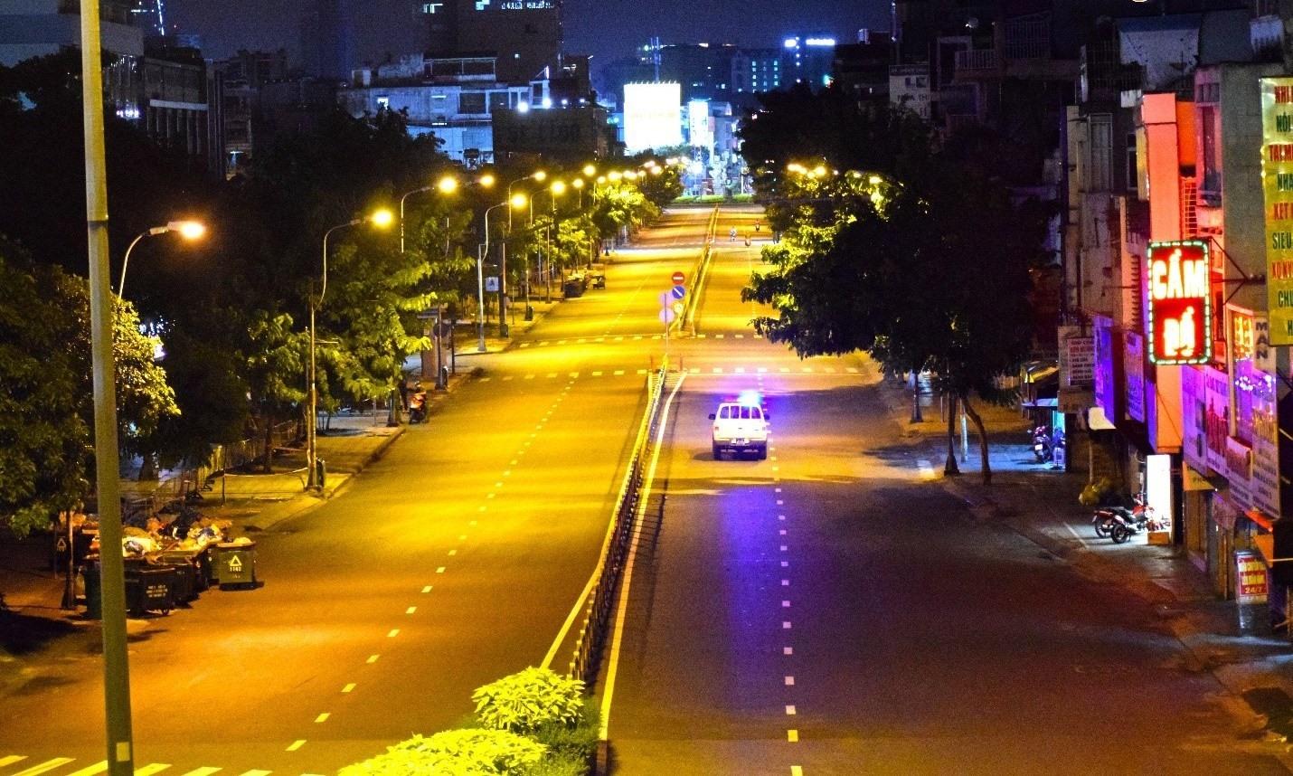 TP.Hồ Chí Minh vắng vẻ trong những ngày thực hiện hạn chế người dân ra đường sau 18 giờ. Ảnh: HCDC