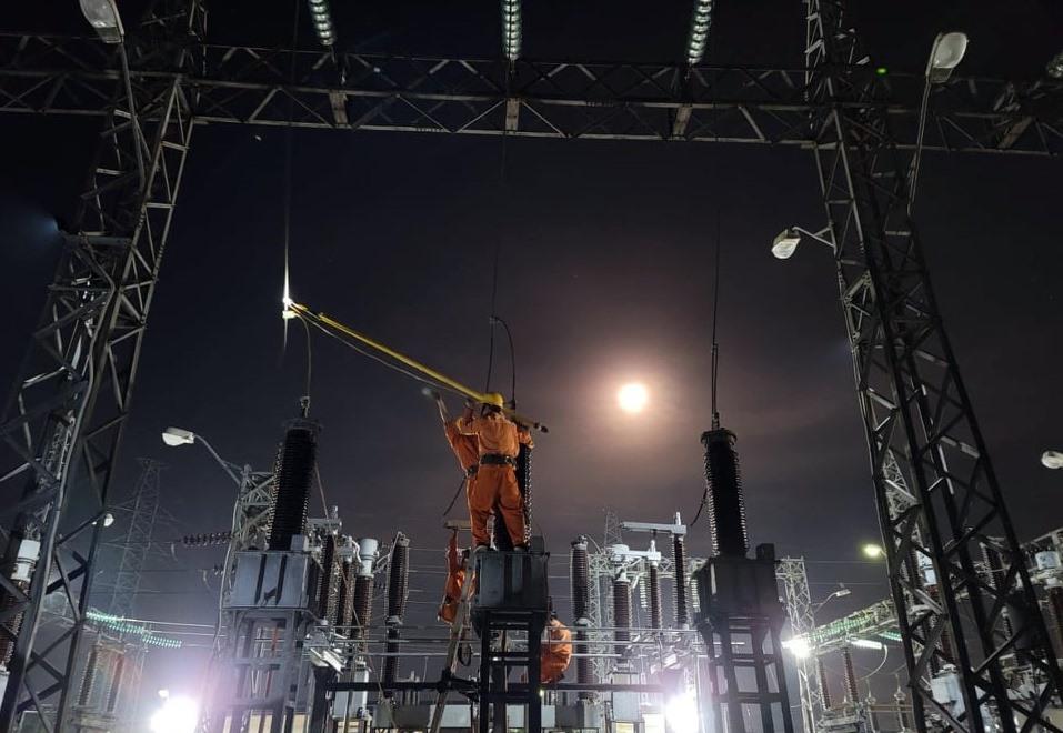 Tổ thao tác lưu động Điện Bàn luôn túc trực sẳn sàng xử lý các sự cố điện