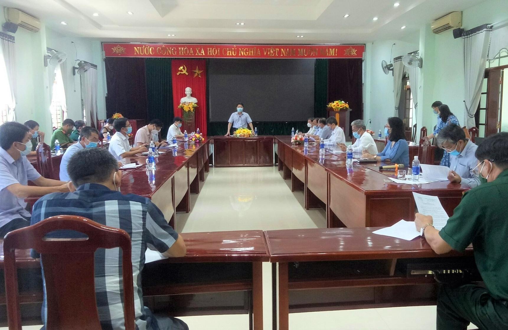 Phó Chủ tịch UBND tỉnh Trần Văn Tân phát biểu tại buổi làm việc với huyện Hiệp Đức. Ảnh: V.A