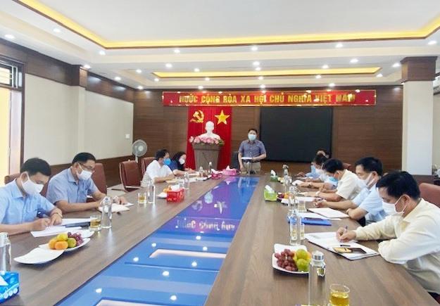 Phó Chủ tịch UBND tỉnh Trần Văn Tân làm việc với Công ty CP Môi trường đô thị Quảng Nam ngày 21.8. Ảnh: H.P