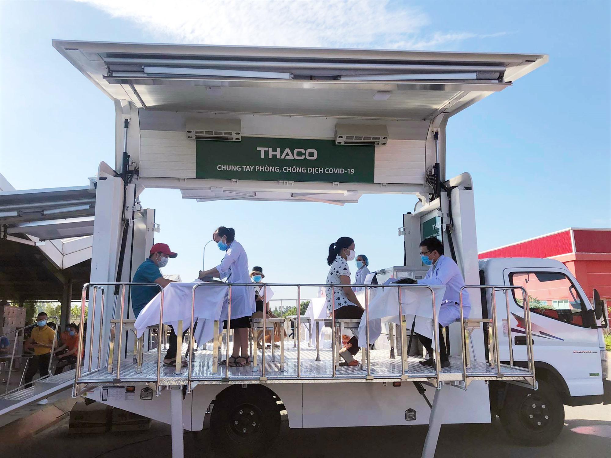 Hơn 500 người lao động tại Khu Công nghiệp Tam Hiệp được tiêm vắc xin sáng 23.8. Ảnh: X.H